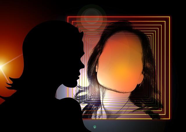 obrys tváře v zrcadle