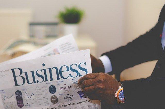 podnikatel čte noviny.jpg