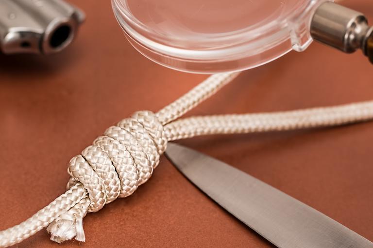 nůž a lano